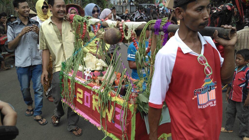 Hasil Bumi diarak dalam acara festival Jondang